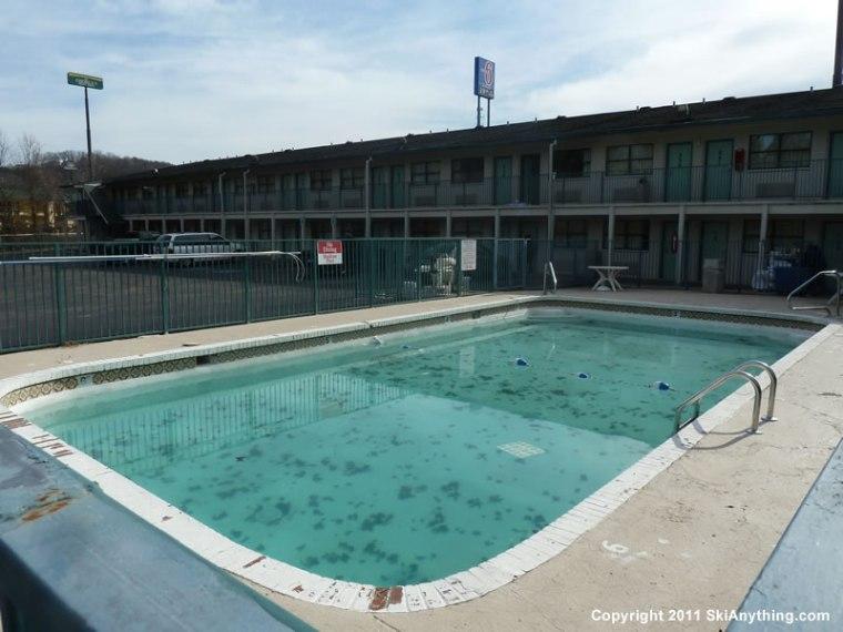 1272011-Motel-6-East-Chattanooga-Pool