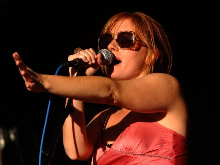 kirsten_morrell__lead_singer_of_new_zealand_band_g_48637c64cc