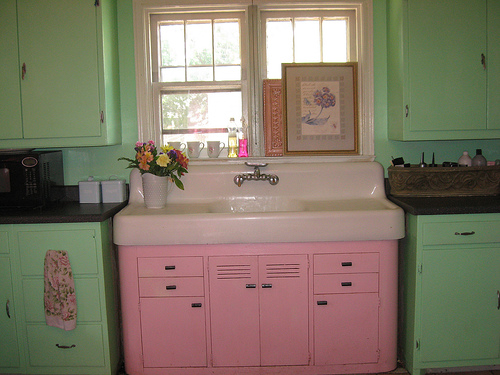 subtle-shades-pink-and-green-kitchen